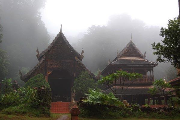 jungletempleWatLuangKhunWin_fog.jpeg