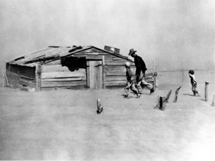 """Arthur Rothstein, """"Fleeing a dust storm, Cimarron County, Oklahoma"""""""