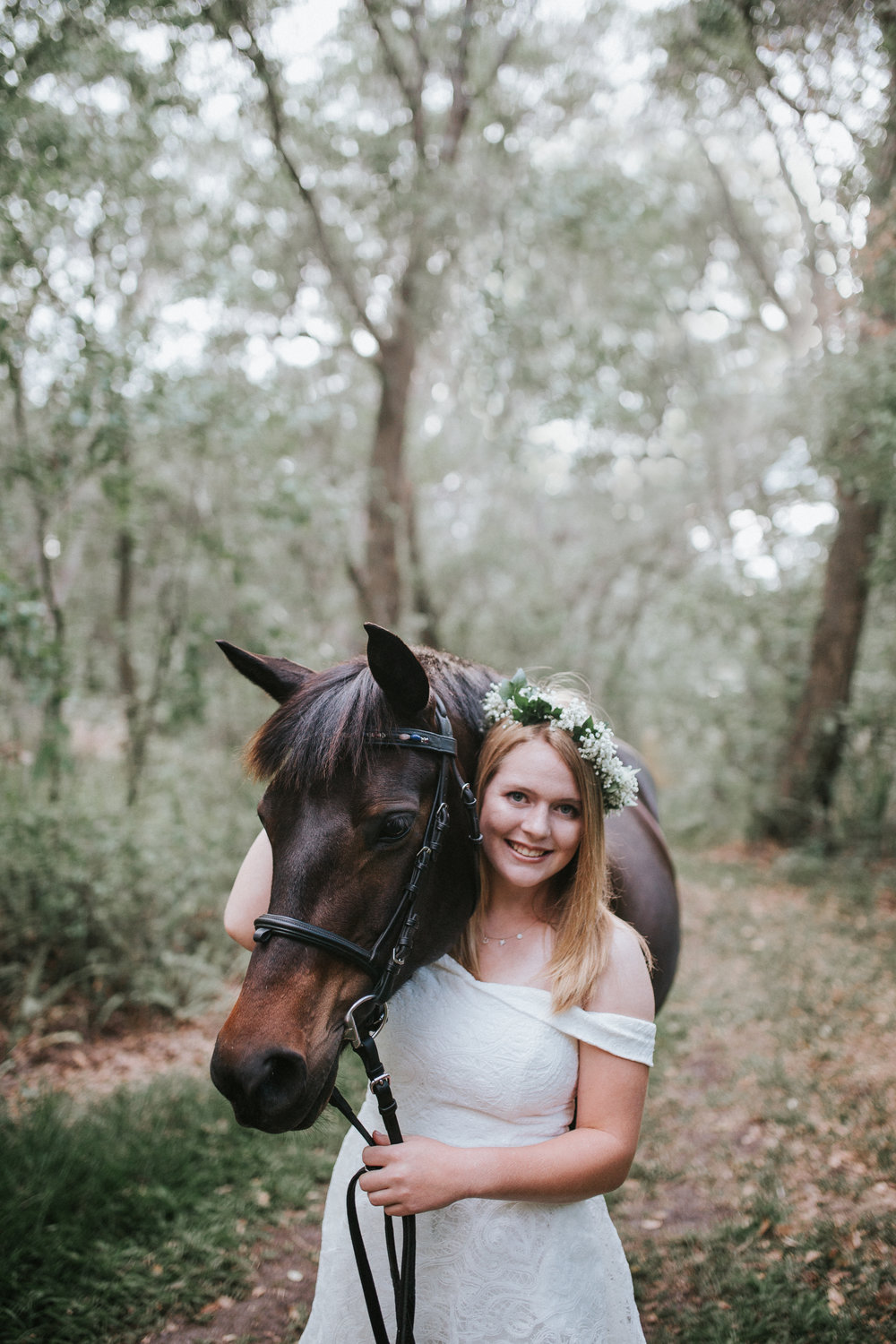 Midlothian VA High school senior with horse senior pictures