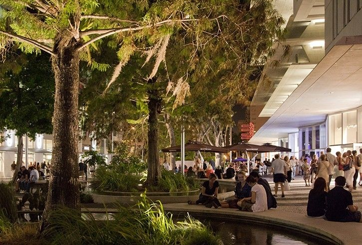 Evening stroll at Lincoln Road Mall