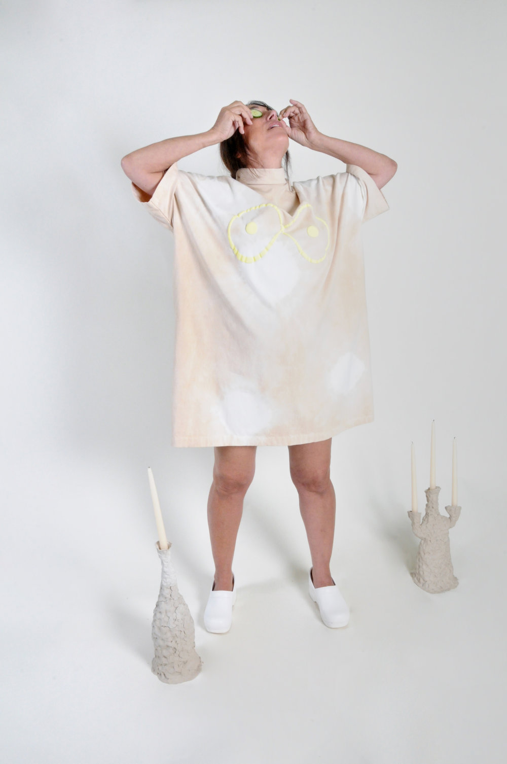 essential dress: beige and white - 0211COLOR : BEIGE AND WHITE TIE DYE WITH LIME GREEN PUFF PRINTFABRIC : COTTON JERSEYCONTENT : 100% ORGANIC COTTONWHOLESALE $85 / RETAIL $170SIZES : ONE SIZE / FITS XS - XL
