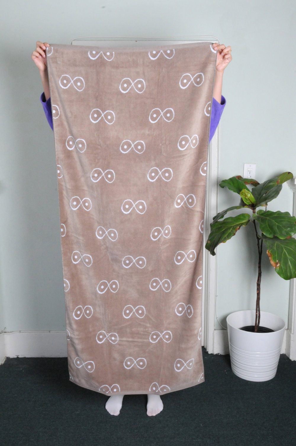 """essential towel - 0229COLOR : TAUPE AND WHITEFABRIC : SHEERED TERRY100% COTTONMADE ETHICALLY IN THE USASIZES : ONE SIZE (30"""" x 66"""")WHOLESALE $39 / RETAIL $78"""