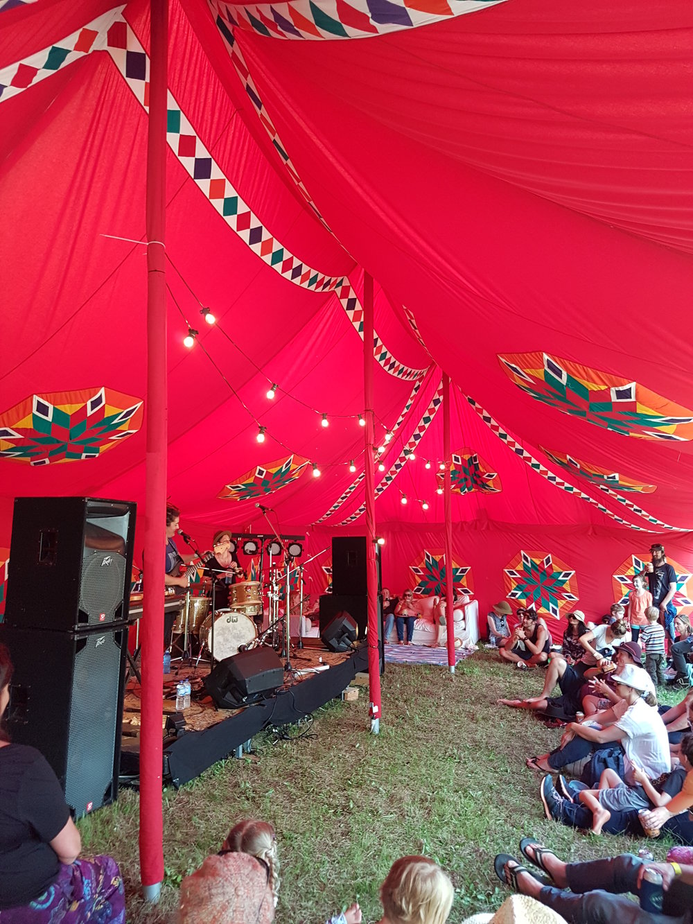All our marquees are hand-crafted using natural dyes and the finest quality cotton, following an Indian tradition from hundreds of years ago .