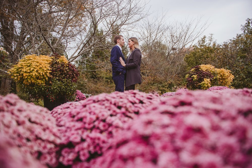 Nashville engagement photos at Cheekwood Botanical Gardens