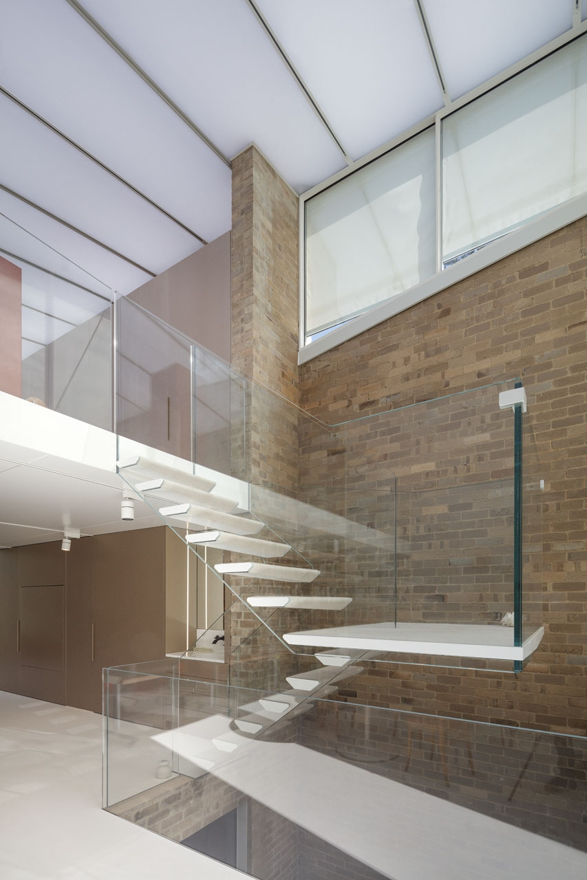 Featherston House - Structural Glass