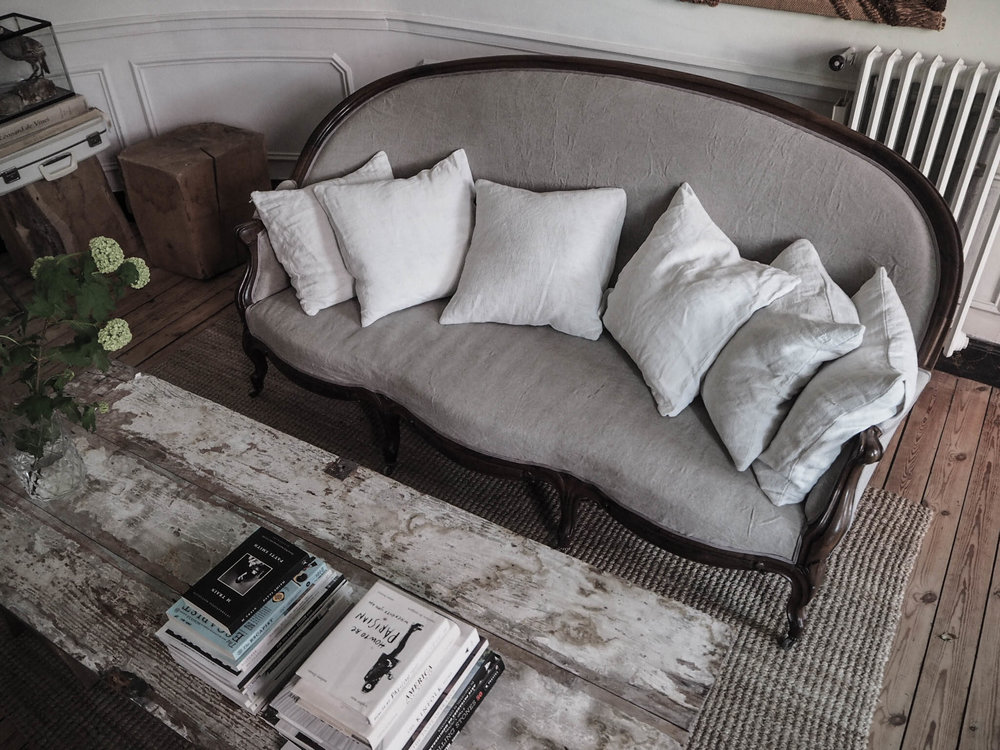 camellas-lloret-maison-d'hotes-lounge-setee.jpg