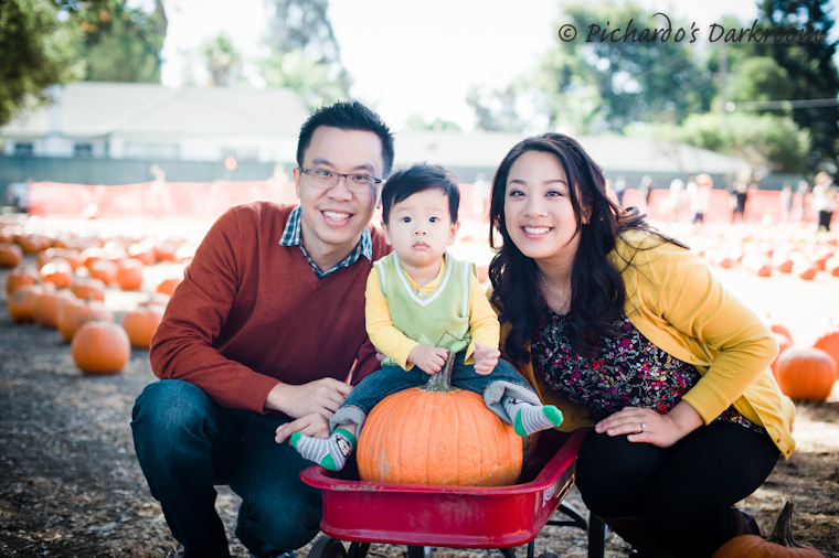 Holiday_family_photo_Livermore_pumpkin_patch