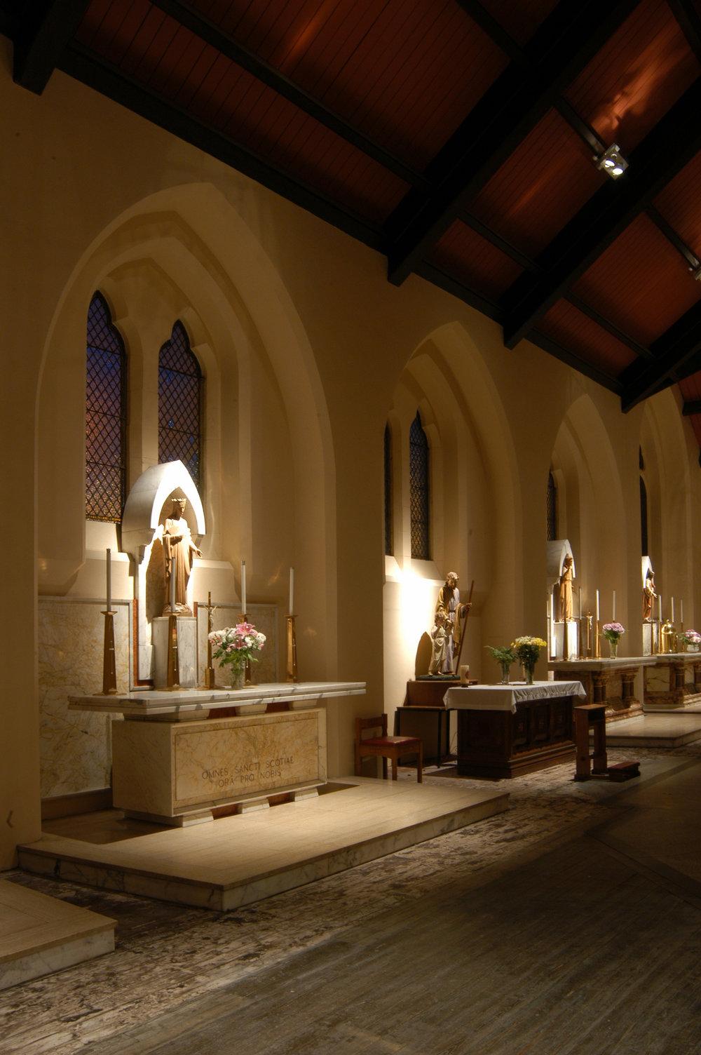 St Mungos side chapel.jpg