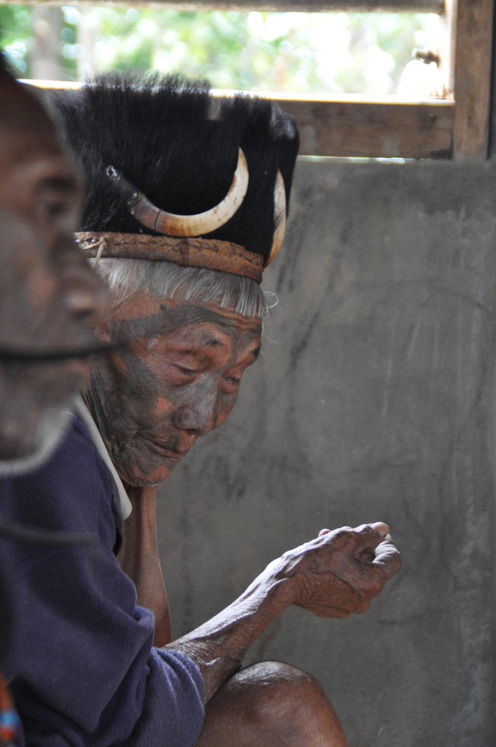 Konyak Kopfjäger im Dorf Hong Phoi-Nagaland Indien.JPG