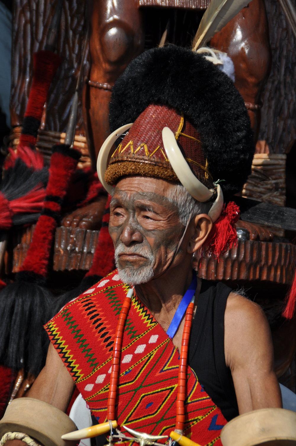 Konyak Krieger auf dem Hornbill Festival-Kohima Nagaland Indien.JPG