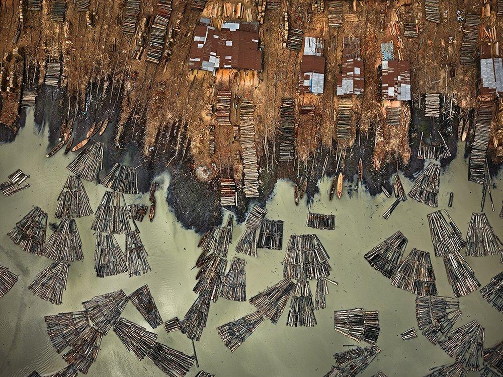 Saw Mills #1, Lagos, Nigeria 2016. Photo © Edward Burtynsky, courtesy Flowers Gallery, London / Nicholas Metivier Gallery, Toronto