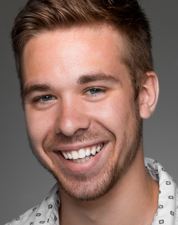 Sterling, 29  Program Specialist Chicago, IL   Goals  •Make sure his girlfriend feels comfortable moving in with him. •Have a super duper fun housewarming party!    Frustrations  • Buying items online that end up being cheaply made • Cringes at spending too much time on searching for home items at a store.