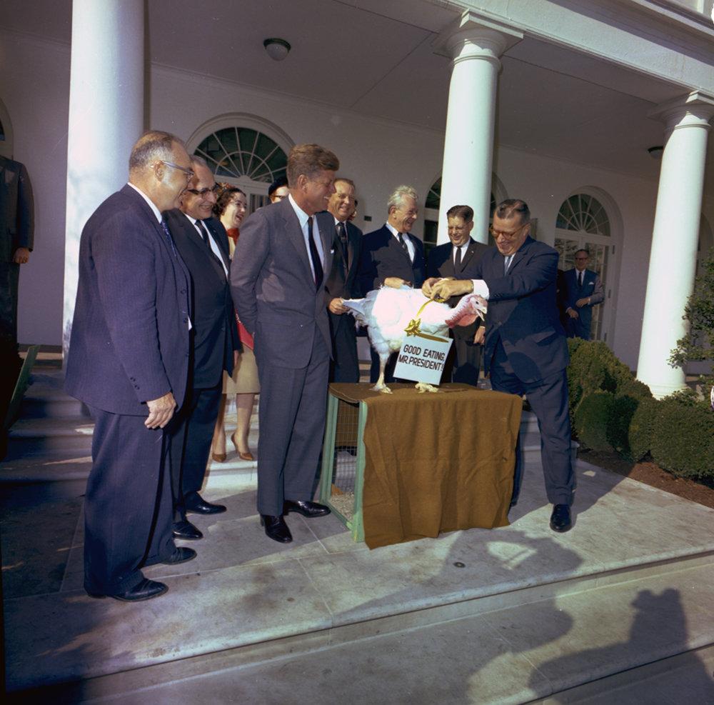 John_F._Kennedy,_turkey_pardon.jpg