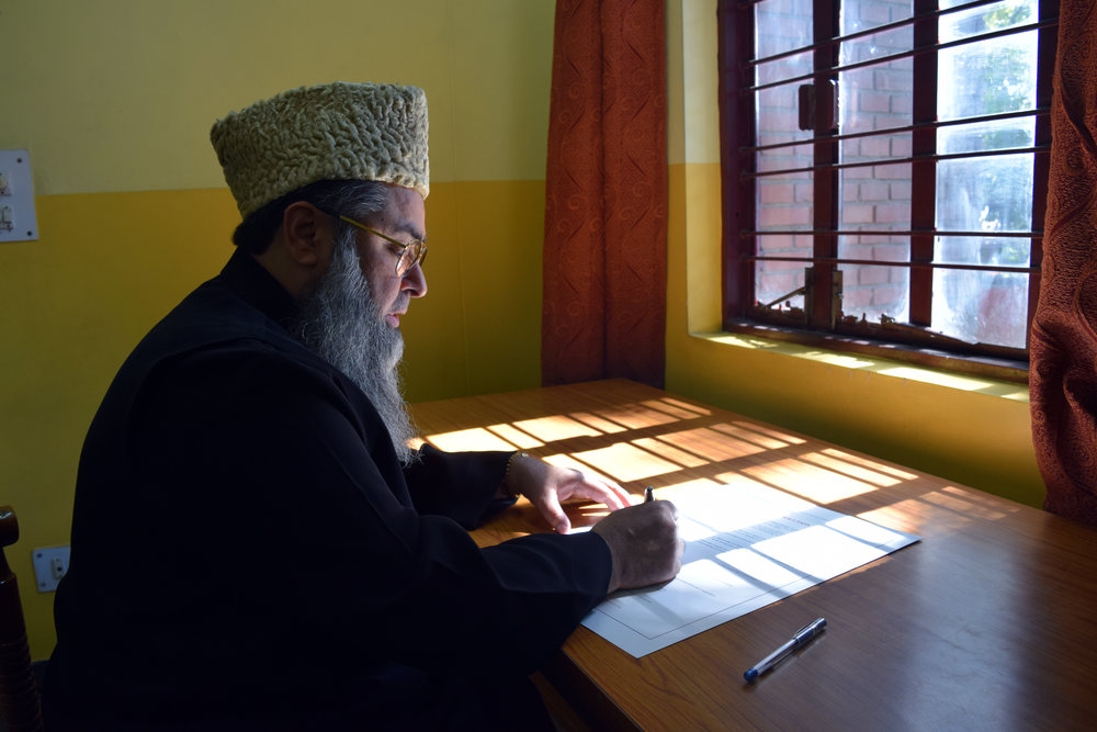 Dr. Umer Ahmed Ilyasi, an imam and president of the Imam Council of India, signs the declaration organized by the Catholic Bishops' Conference of India.