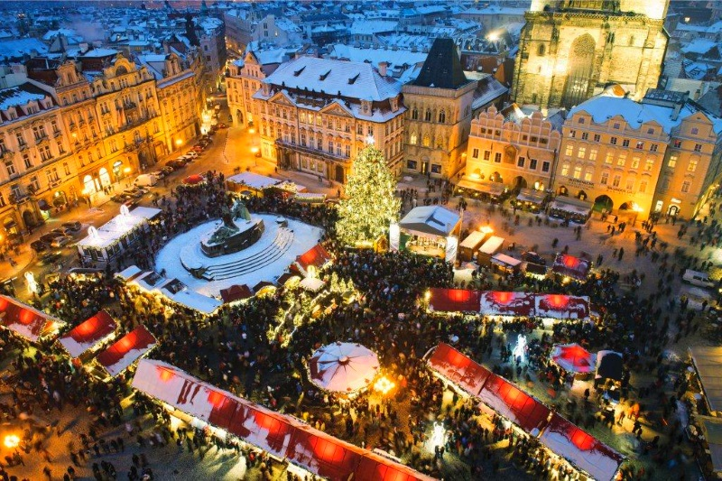 prague-christmas-market fly from essex