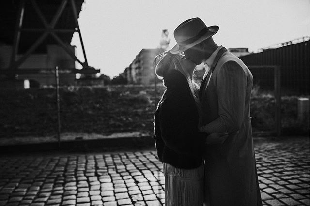 Couplegoals in berlin - two like bonnie & clyde ❤️ #berlincouples #verliebtinberlin #withyoubymyside #bettertogether #wunderbaretage inesmeierfotografie