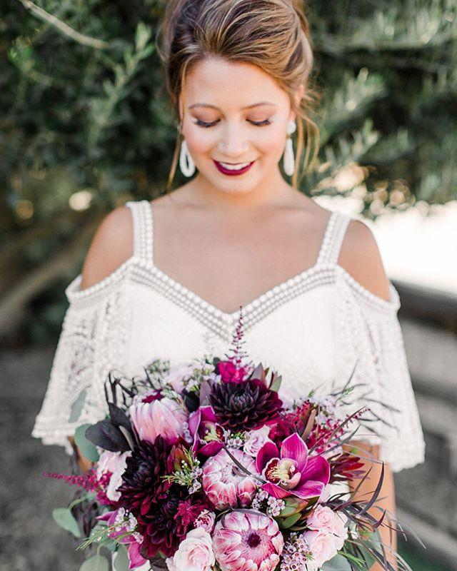 BERRY CUTE 😝 | Photo @rhianna.mercier | Venue @sognodelfiore | Florals @alovestoryfloraldesign | MU&H by Jenny @blushing.beauty
