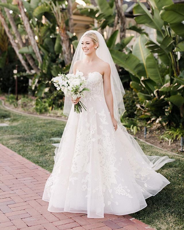 🥰 | Photo @annadelores | Design @vanessanoelevents | Florals @stellabloomdesigns | Venue @belmondelencanto | MU&H by Jenny @blushing.beauty