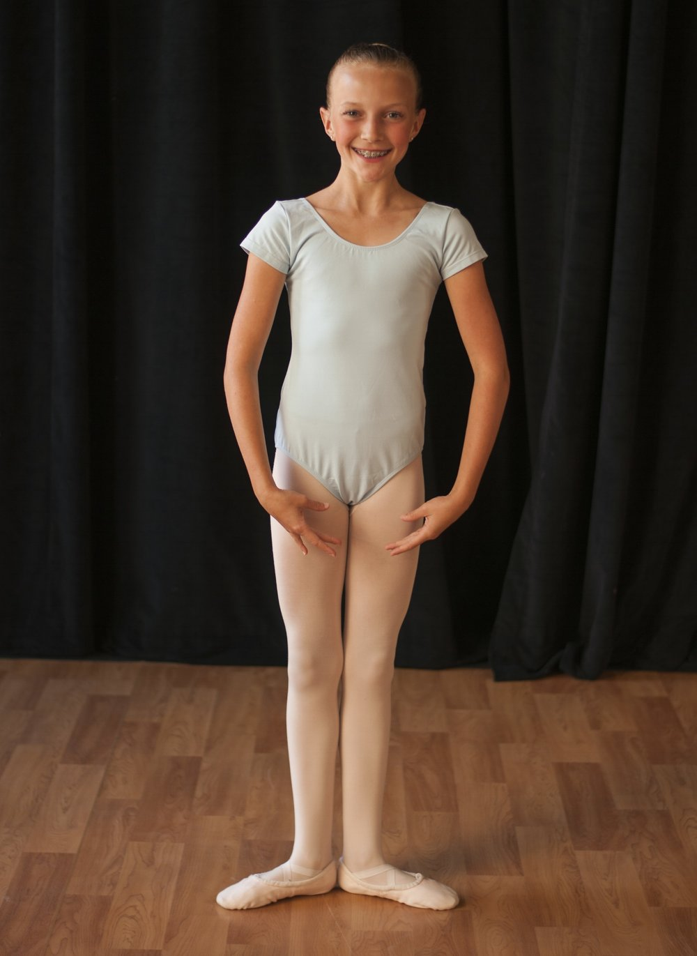 leap 'n learn 7 - Blue short sleeve leotardPink footed or convertible dance tights (no specific brand required)Pink leather or canvas ballet shoesHair in a ballet bunSkirt, sweater and leg warmers are optional and at the discretion of the teacher