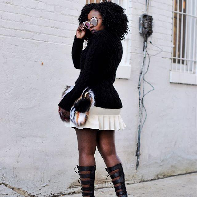 Monochrome lover ⚪️⚫️🔜 . . . . . . . . . . . . #worldsfashionblogger#nycfashionblogger #ootd #aboutalook#fashionblogger #fashion #style#instagood #love #fashionista#instafashion #beautiful #photooftheday#mochino #girl #instadaily #selfie#stylish #me #makeup #hair #luxury#happy #Nigerianblogger#streetstyle#vsco#vintage