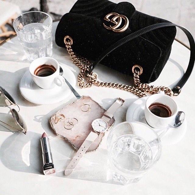 Very minimal very classy 🔜 . . . . . . . #stylish #fashionista #life #ucandoit #streetstyle #streetfashion #streetwear#blogger#stylediaries#vscodaily