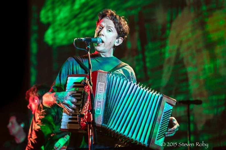 JL live with accordion.png