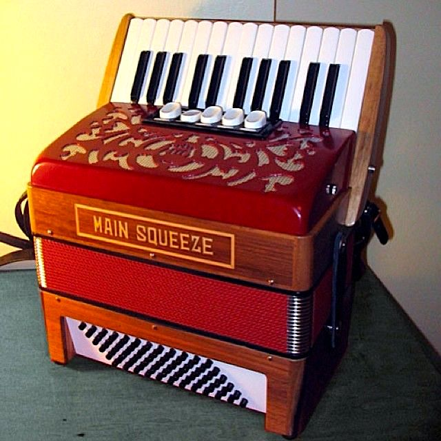 main squeeze accordion.jpg