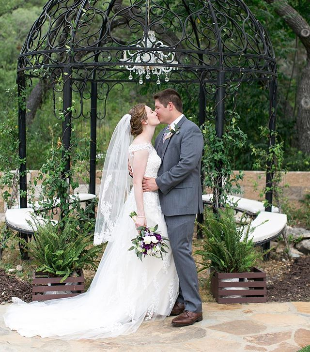 Calling all Newly engaged!Come to the open house today at The Oaks at Heavenly!There will be tons of great vendors there! 5:30-8:30pm!!
