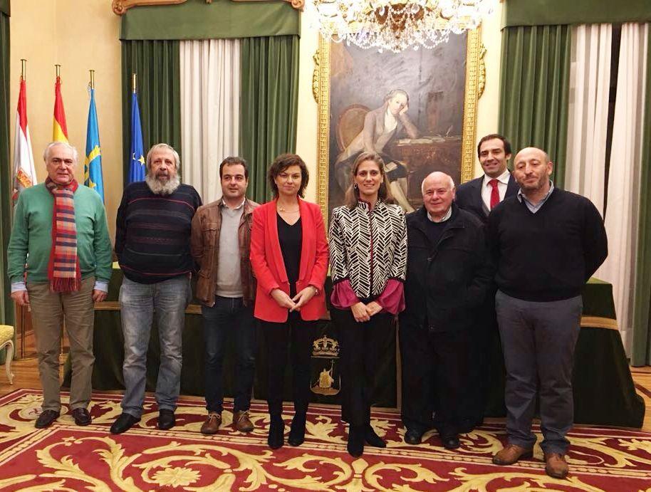 De izquierda a derecha, Armando Menéndez, Luis Miguel Menes, Javier Montes, Montserrat López, Lucía Menéndez Viejo, Fernando Fueyo, David Miranda y Javier López.