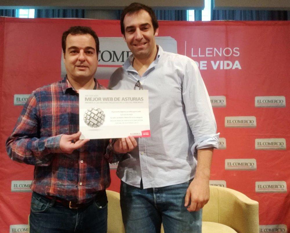 Javier Montes y David Miranda con el diploma.