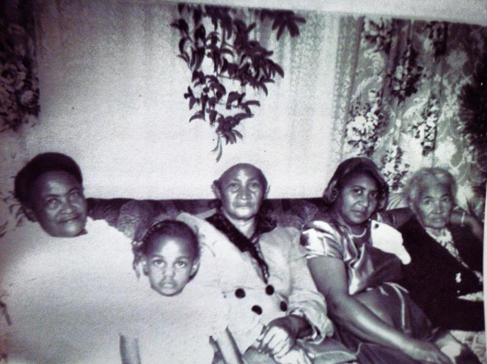 Far left: Great-Great-Grandmother Arvie/R.V. (1882-1960)* & Far right: Great-Great-Great-Grandmother Winnie (1860-1953)*