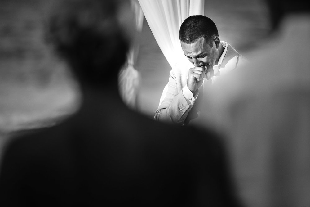 082groom-sees-bride-for-first-time.jpg