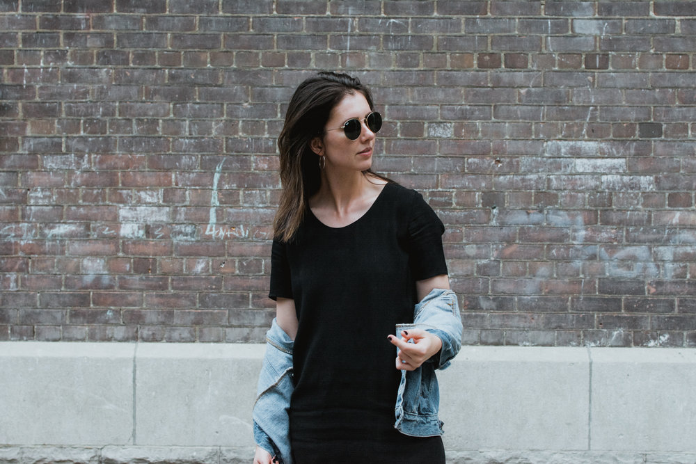 jeans and a t-shirt - aritzia - styleapotheca
