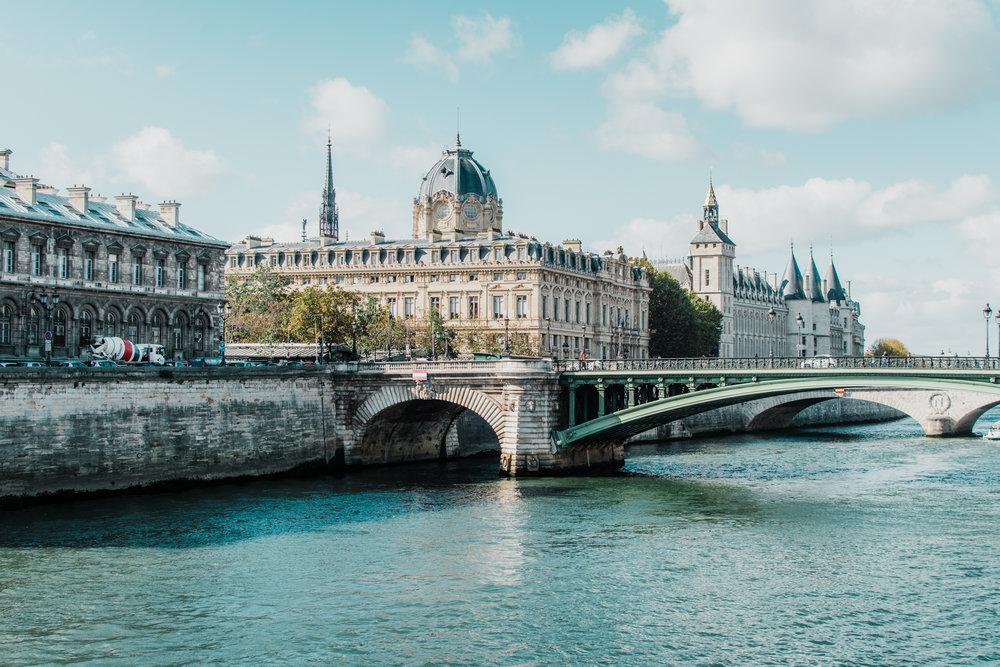 paris france point neuf - style apotheca