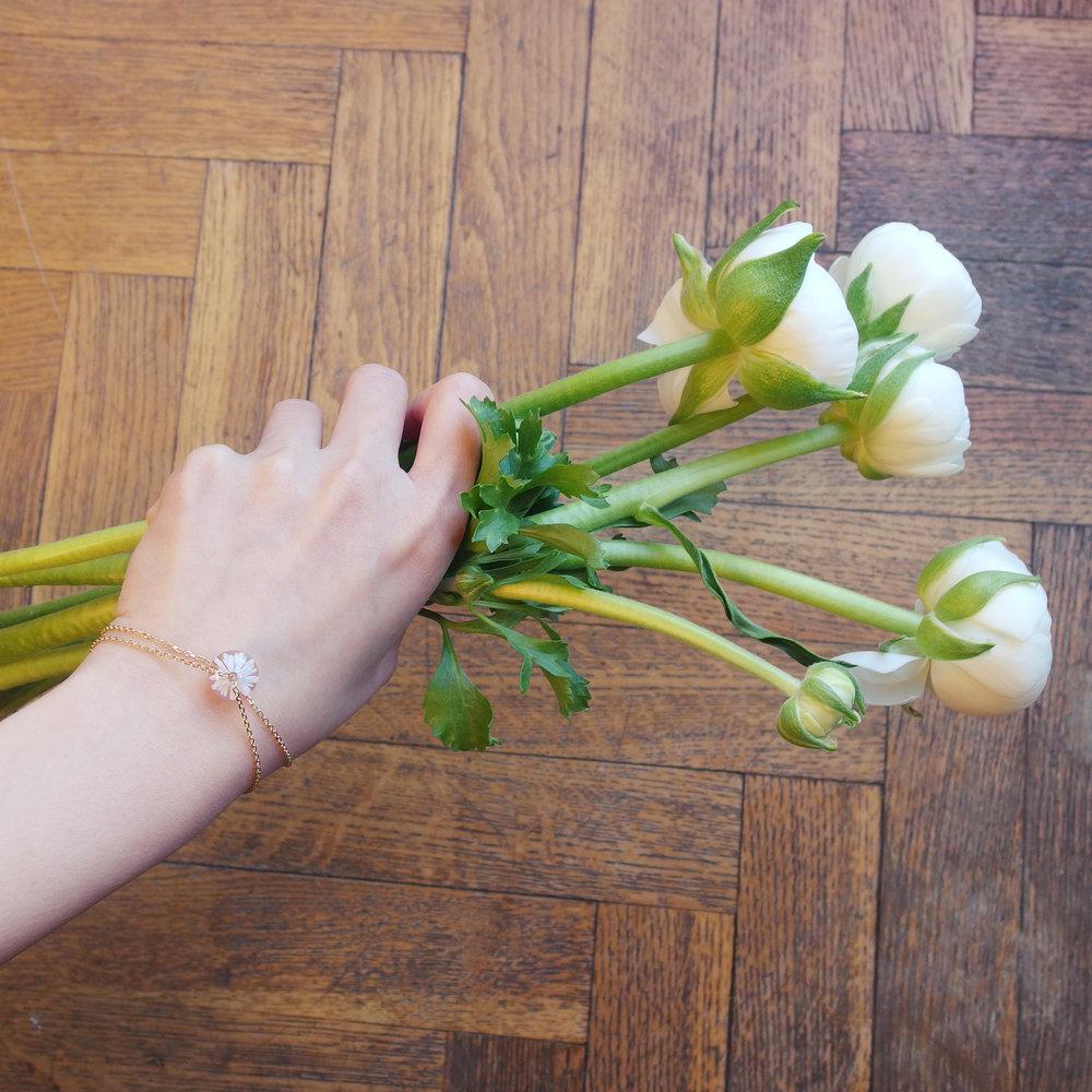 bracelet-fleur-verre-blanche-dentelle-givree.jpg