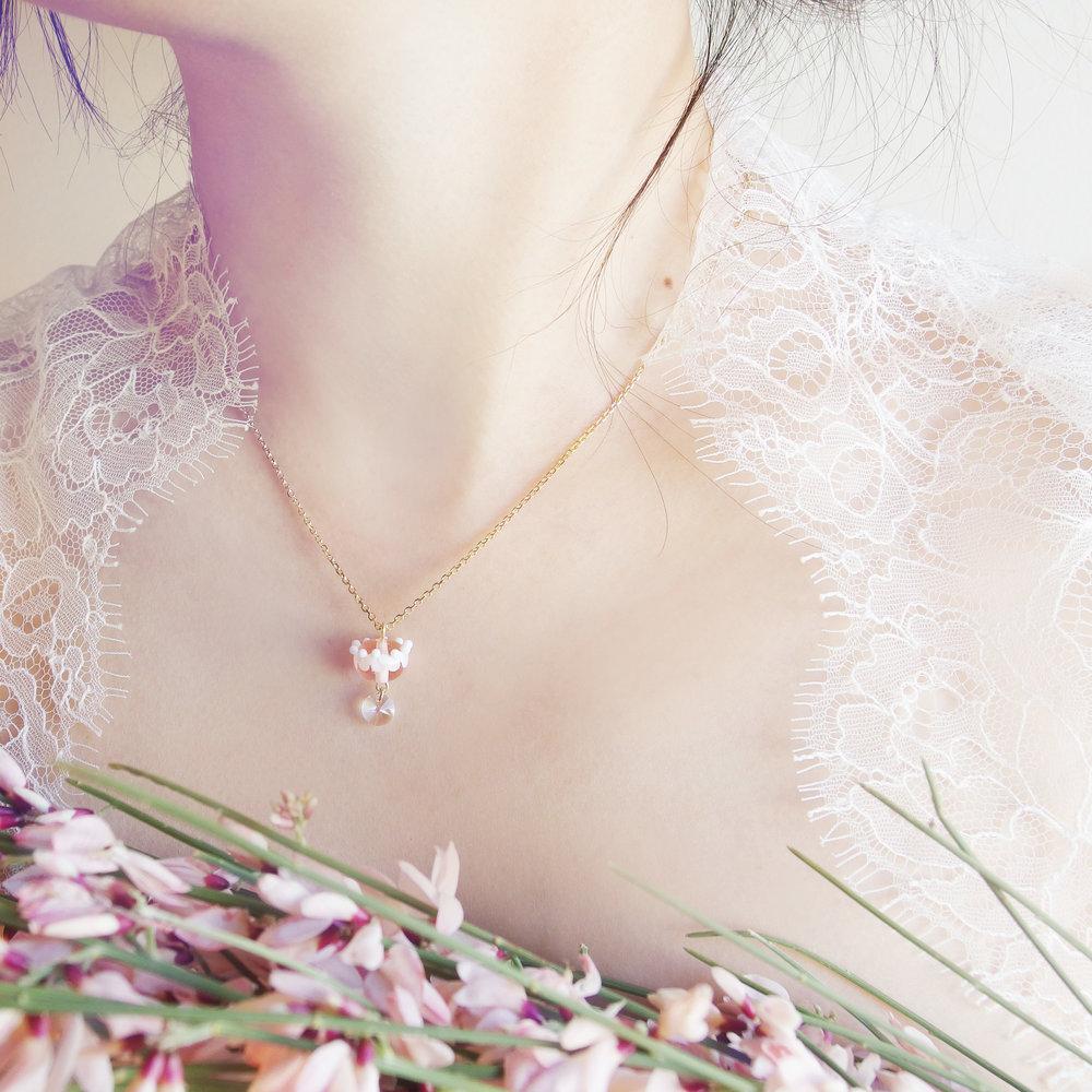 collier-couronne-de-fleur-rose-dentelle-givree.jpg