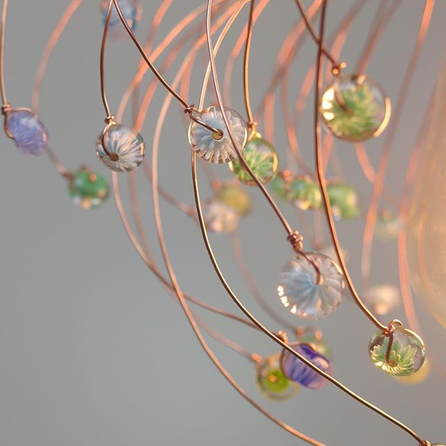 Un peu de détails. #lamp #glass #verre #decoration #bijoux #verrier #handmade #filcuivre #transparent