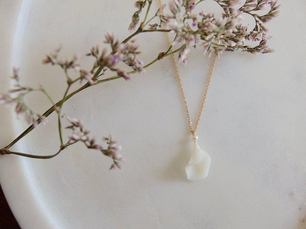 Petale de fleur-collier-porcelaine froide-dentelles givrees.jpg