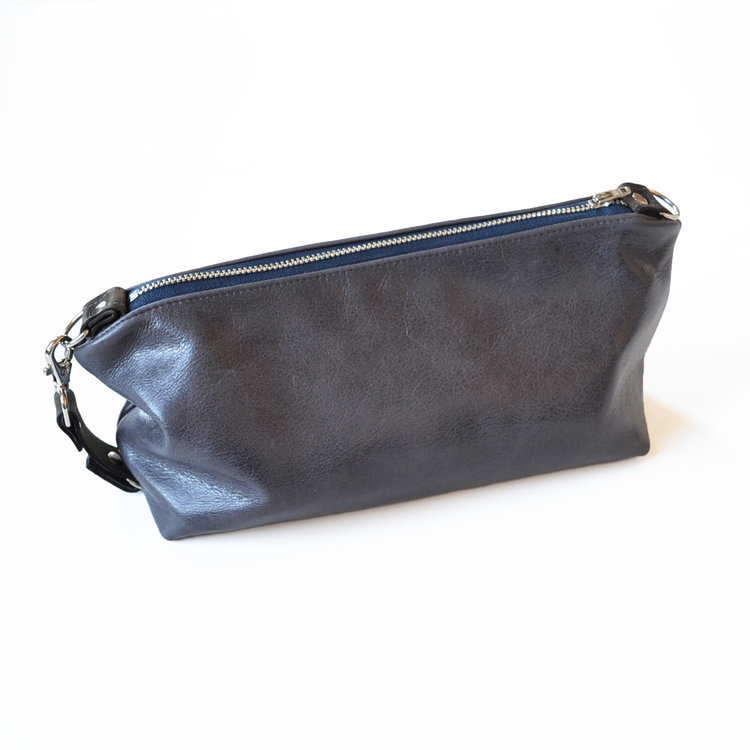 Lolafalk — The Otto Leather Toiletry Bag in Dark Slate Grey a44c098bbadc8