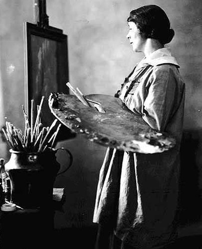 Elsa Laubach Jemne at her easel in 1922