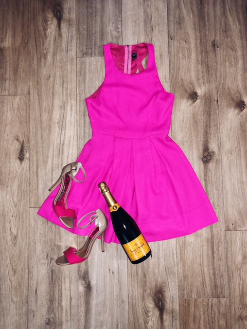 GALENTINE'S DAY - Valentine's Day doesn't have to be all lovey dovey. Sometimes a night out with the girls can be just as fun! Pop some bubbly with your girls, eat all the chocolate you desire and have one hell of a Valentine's Day with the besties. I picked this little pink dress with some cute heels for a night out with the girls. I think this is fun, flirty and perfect to feel confident while sipping drinks.