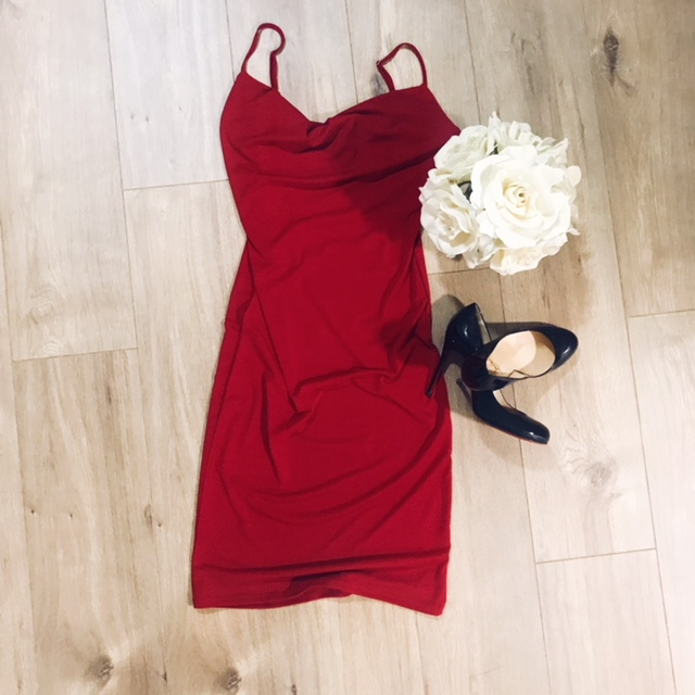 LITTLE RED DRESS - What man doesn't love seeing a beautiful woman in a red dress? I mean I think a little red dress is possibly even sexier than a LBD to be honest. Red seems to be a color you only wear around Valentine's Day and Christmas but I think this is such a sexy, confidence boosting color to wear throughout the year, especially for a date with your someone special. I paired this one with a classy pair of black pumps to keep this look sexy and classy at the same time.