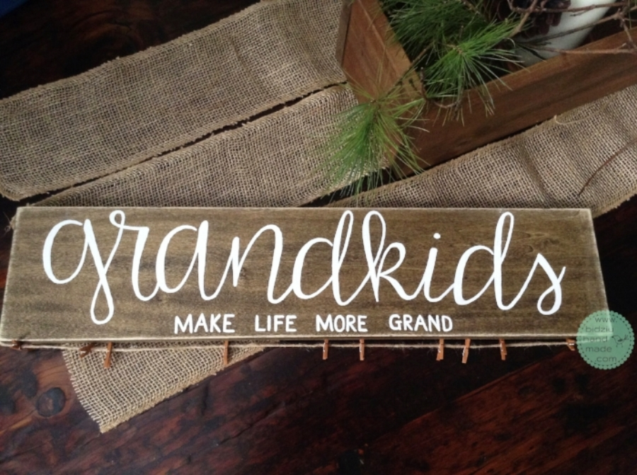 DIY painted wood sign, painted wood sign, grandparents gift idea, custom made painted wood sign, custom made gift, custom picture display, picture display idea, handmade gift, handmade gift for grandparents, gift idea from grandkids, handmade wood sign, hand painted wood sign, bidziu handmade, bidziuhandmade