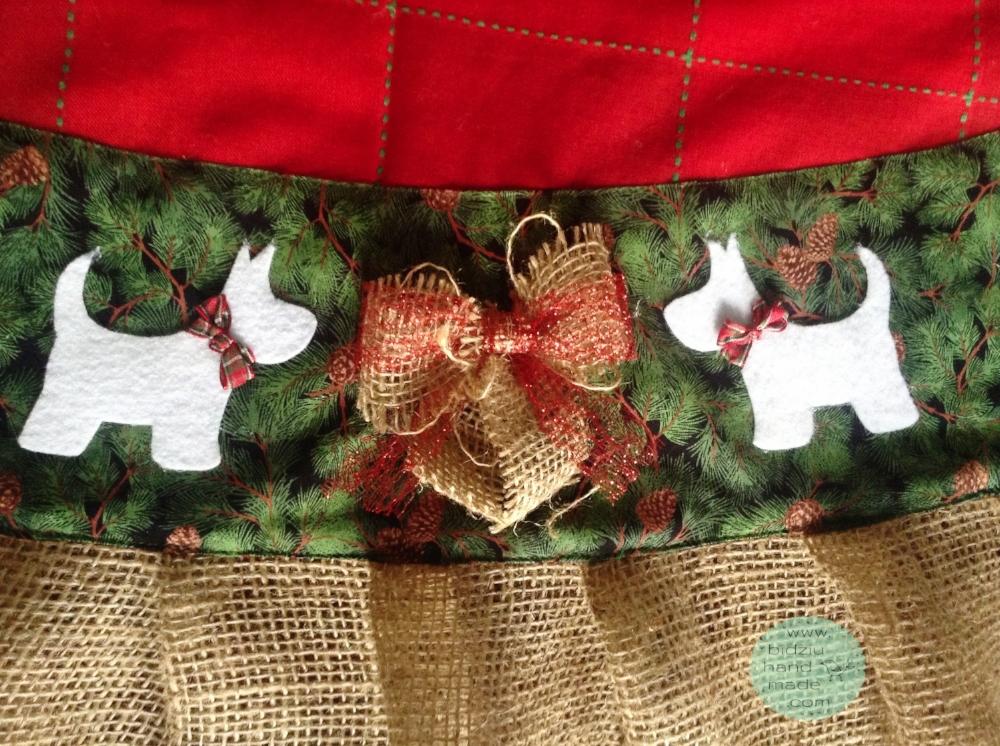 custom made Christmas tree skirt, custom made tree skirt, traditional Christmas tree skirt, handmade Christmas tree skirt, westie tree skirt, westie dog tree skirt, westie dog Christmas tree skirt, burlap Christmas tree skirt