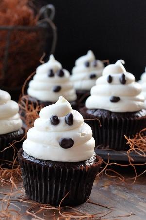 550_ghost_cupcakes.jpg