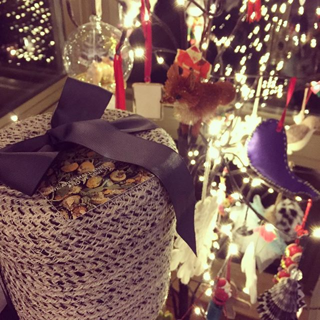 Spotted under the tree in New York City! 🎄❤️🎄#christmaslights #teagifts #teabasket #herbalteas #holidaycheer