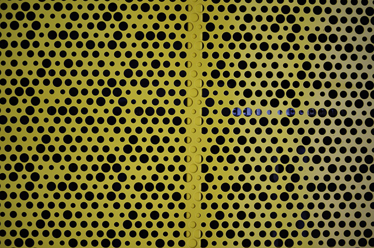 closeup-perforated-aluminium-screens-2.jpg