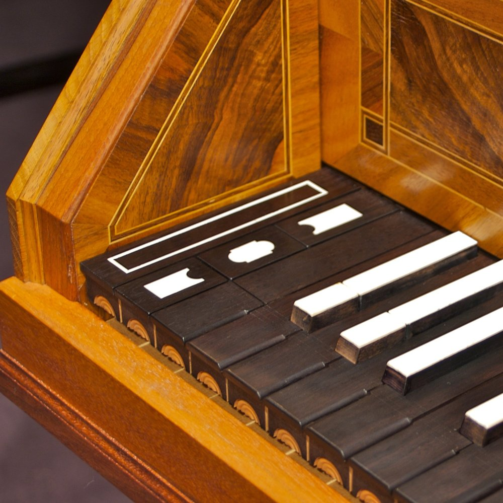 Leydecker Viennese Harpsichord Close up SHORT OCTAVE 004.jpg