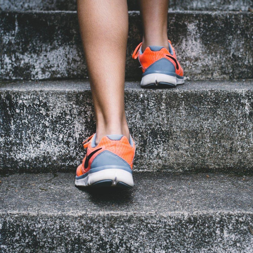 Fitness und Sport - Zu einem gesunden Lifestyle gehört ausreichend Bewegung. Von uns bekommst du Workouts, die Spaß machen und Tipps, wie du im Alltag aktiver wirst.