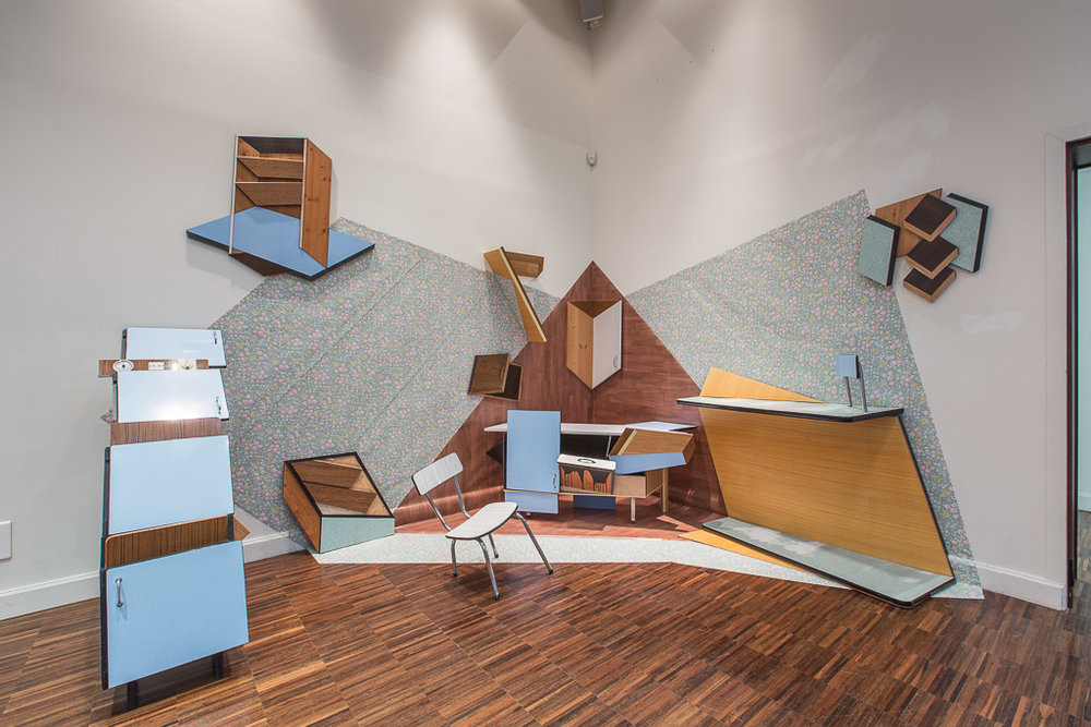 The flattened corner :    Formica furniture, linoleum, wall paper, wood, chair, table, installation  in situ.  425x395x325 cm